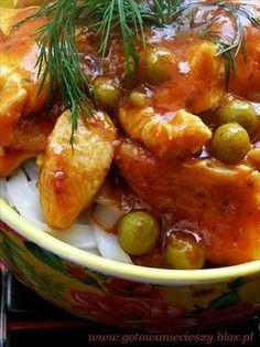 Kurczak Seczuański z Groszkiem i Makaronem Ryżowym