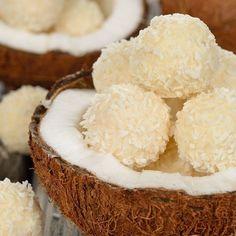 Bolitas de coco, un postre fácil y sin horno, perfecto para hacer con los peques. Cómo hacer bolitas de coco, receta paso a paso.