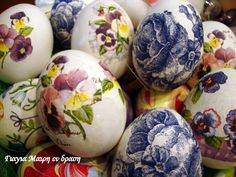 Πασχαλινά αυγά ντεκουπάζ Αγοράζετε λευκά αυγά. Τα πλένετε καλά τα βράζετε και τα στεγνώνετε. Κόβετε απο χαρτοπετσέτα όποιο σχέδιο σας αρέσει. Με ένα μικρο πινελάκι αλείφεται με ασπράδι την επιφάνεια του αυγού που θέλετε να κολλήσετε. Ακουμπάτε επάνω το κομματάκι χαρτοπετσέτας που διαλέξατε. περνάτε με το πινελάκι από πάνω από την χαρτοπετσέτα με απαλές κινήσεις … Coloring Easter Eggs, Soap Making, Easter Crafts, Happy Easter, Interior Design Living Room, Crochet Baby, Decoupage, Diy And Crafts, Crafty