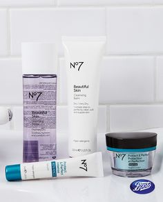 Say goodnight with No7 skincare and a routine that will leave your face looking fresh and clean.