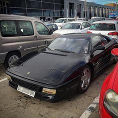 Un día cualquiera en #GranCanaria te puedes encontrar a la nobleza italiana mezclándose con el pueblo.#ferrari #ferrariworld #ferrarif40 #ferrariff #car #cars #auto #love #lovely #vintage #vintagestyle #supercar #laspalmas #españa #tuning #racing #italy #italia #sportscar #sportscars #ferrari458 #scuderiaferrari #enzoferrari @supercars_canarias @avistamientos