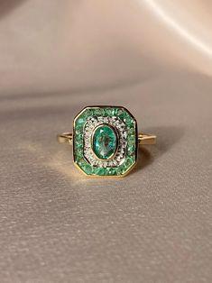 Emerald Ring Vintage, Emerald Diamond, Emerald Jewelry, Halo Diamond, Emerald Ring Design, Art Deco Emerald Ring, Single Diamond Ring, Emerald Necklace, High Jewelry