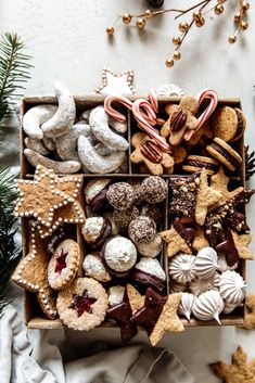 Christmas Cookie Boxes, Christmas Sweets, Christmas Cooking, Noel Christmas, Christmas Goodies, Healthy Gingerbread Cookies, Healthy Christmas Cookies, Holiday Cookies, Holiday Treats