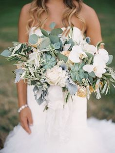 50 Shades of Green Oregon Wedding from Laura Nelson Photography - bridal bouquet
