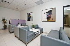 Salle d'attente centre dentaire. Le muret dissimule un coin pour enfants Coin, Architecture, Decoration, Bespoke Furniture, Waiting Area, Dental, Children, Arquitetura, Decor