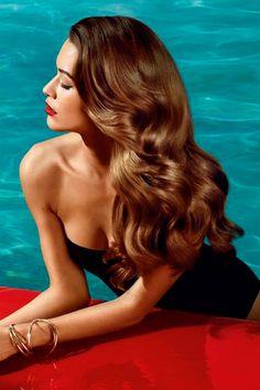 10 consejos para cuidar tu cabello bajo el sol: http://www.cosmopolitantv.es/noticias/7777/10-consejos-para-cuidar-tu-cabello-bajo-el-sol