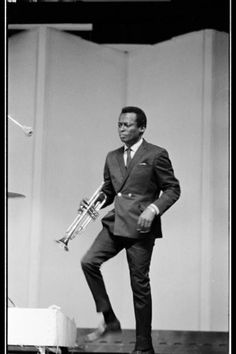 "themaninthegreenshirt: ""Miles Davis was the personification of restless spirit, always pushing himself and his music into uncharted territory. He was an innovative lightning rod for musicians from all genres - particularly the brightest young. Cool Jazz, Miles Davis, Jazz Artists, Jazz Musicians, Music Artists, Music Icon, Soul Music, Columbia Records, Smooth Jazz"