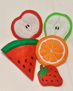 5 pieces of fruits perfect play food snack or vegetarian set. Pieces are made with at least 3 layers of felt which makes the pieces very sturdy, fruits are a great size for children to play with. Set