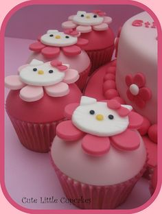 Hello Kitty Cupcakes Arbogast an idea for Camryn's Birthday! She's Hello Kitty Crazy! get some yourself some pawtastic adorable cat apparel! Torta Hello Kitty, Hello Kitty Cupcakes, Hello Kitty Birthday, Cakepops, Cupcakes Design, Yummy Cupcakes, Cupcake Cookies, Ladybug Cupcakes, Snowman Cupcakes