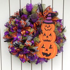 Greeting Family and Friends with all the fall colors. Great way to Brighten up the door Halloween Witch Wreath, Halloween Mesh Wreaths, Easy Halloween Crafts, Deco Mesh Wreaths, Holiday Wreaths, Halloween Themes, Halloween Decorations, Halloween Halloween, Autum Wreaths