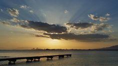 21  Feb. 7:33  雲の中を昇っていく博多湾の朝日です。  Morning at Hakata bay in Japan
