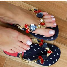 Fashionable sandals for summer 👡😍 Diy Crochet Flip Flops, Fashion Bags, Fashion Shoes, Dress Fashion, Shoe Boots, Shoes Sandals, Hot Shoes, Pretty Sandals, Miller Sandal