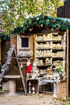This York Christmas market in England is great. This guide to the best British Christmas markets covers the best Christmas markets in London, Edinburgh, and other cities in the UK. It covers UK Christmas markets when it comes to food, gifts, and more. The best Christmas markets in the UK are great. #christmas #christmasmarket #british #uk #york Christmas In Britain, Best European Christmas Markets, Christmas Markets Europe, Christmas Town, Christmas Travel, Christmas Crafts For Gifts, Christmas Lights, Christmas Decorations, Xmas