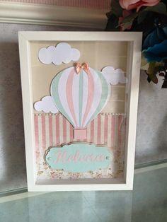 Quadro em scrapbook personalizado com o nome do bebê. Moldura branca laqueada e com vidro. Fazemos da cor que desejar!