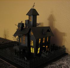 Cricut Halloween Haunted House. Happy Hauntings Cartridge.