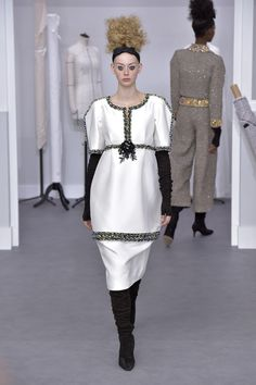 The latest collection from Chanel for their Couture Fall 2016 presentation in Paris. MiKADO keeps you up to date with all the latest designer shows.