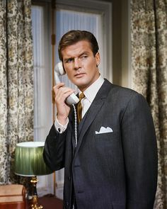 Roger Moore - The Saint - Grey Telephone James Bond Suit, James Bond Style, Roger Moore, The Saint Tv Series, Detective, Mejores Series Tv, Classic Tv, Classic Films, Signature Style