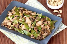 Hungry Girl's Healthy Sheet-Pan Cashew Chicken Recipe make delicious recipes. Eat in the kitchen Ww Recipes, Spicy Recipes, Easy Chicken Recipes, Dinner Recipes, Cooking Recipes, Healthy Recipes, Pan Cooking, Online Recipes, Paleo Dinner