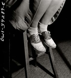 Bobby socks & saddle shoes—a detailed study of high school students' footwear at Woodrow Wilson High School in Washington, D. Photographs by Esther Bubley archived at the Library of Congress. Me Too Shoes, Tap Shoes, Dance Shoes, Bobby Socks, Saddle Oxfords, Sock Hop, 1940s Fashion, Fashion News, Women's Fashion