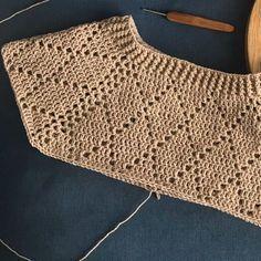 Discover thousands of images about My Precious Trui van ByKaterina - Freubelweb :Freubelweb Crochet Cardigan Pattern, Crochet Jacket, Crochet Blouse, Crochet Motif, Crochet Shawl, Crochet Designs, Crochet Stitches, Knit Crochet, Crochet Patterns