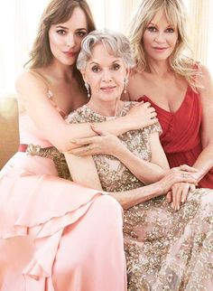 In honor of her upcoming memoire, Tippi Hedren poses with daughter Melanie Griffith and granddaughter Dakota Johnson for Vanity Fair. Tippi Hedren, Dakota Johnson, Vanity Fair, Sing Street, Mother Daughter Photos, Top Mode, Poses, Family Portraits, Actors & Actresses