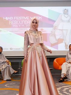 Gaun Dress, Dress Pesta, Hijab Dress Party, Party Gowns, Graduation Dresses Long, Muslimah Wedding Dress, Hijab Stile, Moslem Fashion, Simple Gowns
