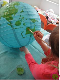 A planet earth lamp! Diy Recycled Toys, Diy Toys, Science Projects, Projects To Try, Montessori, Solar System Projects, Space Party, Crafts For Kids To Make, Earth Day