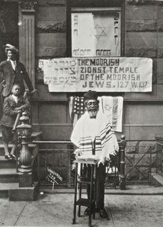 anoblesavage:    PHOTOGRAPHY BY James Van Der Zee of G. G. G. STUDIO circa 1929