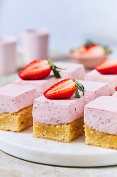 Bazsalikomos-epres sajttorta blondie recept | Street Kitchen Cannoli, Trifle, Panna Cotta, Breakfast Recipes, Cheesecake, Food And Drink, Low Carb, Sweets, Snacks