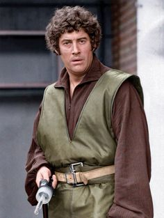 Roj Blake played by Gareth Thomas Welsh, Best Sci Fi Series, Sci Fi Tv Shows, Photography Movies, Classic Sci Fi, Bbc Tv, Sci Fi Movies, Movie Photo, Cosplay Outfits