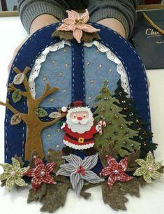 Finestra di Halina Felt Christmas Decorations, Christmas Crafts For Gifts, Felt Christmas Ornaments, Christmas Sewing, Christmas Projects, Christmas Wreaths, Christmas Holidays, Christmas Makes, Christmas Wood