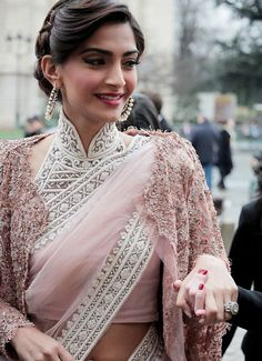 Sonam Kapoor in elegant buttoned up high neck embellished Saree blouse. Sonam Kapoor looks absolutely stunning in this simple saree with gorgeous blouse Saris, India Fashion, Asian Fashion, Paris Fashion, Indian Dresses, Indian Outfits, Indian Clothes, Mode Rose, Mode Glamour