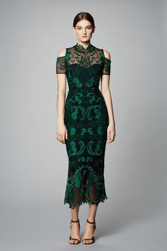 Marchesa Notte Pre-Fall 2017 Collection Photos - Vogue The complete Marchesa Notte Pre-Fall 2017 fashion show now on Vogue Runway. Fashion 2017, Couture Fashion, Runway Fashion, Trendy Fashion, Pretty Dresses, Beautiful Dresses, Fashion Show Dresses, Lace Dress, Dress Up