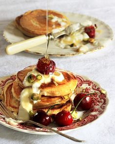 Traditional recipe for crumpets (flapjacks) made with gorgeous golden syrup. Muffin Recipes, Breakfast Recipes, Dessert Recipes, Breakfast Ideas, Crepes And Waffles, Pancakes, South African Recipes, Ethnic Recipes, Crumpet Recipe