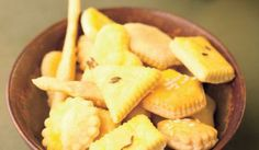 Bryndzové keksy Snack Recipes, Snacks, Pineapple, Chips, Fruit, Food, Party, Snack Mix Recipes, Tapas Food