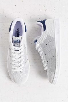 Shopping For Men's Sneakers. In search of more information on sneakers? Then please click right here for much more info. New Balance Mens Sneakers Velcro Stan Smith Sneakers, Sneakers Mode, Adidas Stan Smith, White Sneakers, Adidas Fashion, Sneakers Fashion, Fashion Shoes, Mens Fashion, Fashion News
