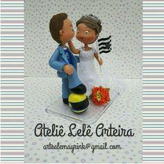 #sobencomenda #AtelieLeleArteira #biscuit #porcelanafria #topodebolo #noivinhos