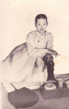 Smoking gisaeng.