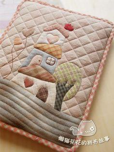 懒猫花花的拼布故事_新浪博客 Patchwork Designs, Patchwork Bags, Quilted Bag, Applique Designs, Japanese Patchwork, Japanese Fabric, Applique Quilts, Handmade Decorations, Quilting Projects