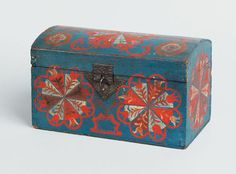 "Realized Price: $ 33,180   Lancaster County, Pennsylvania Compass Artist dome lid box, ca. 1800, the typical pinwheel design with unusual variation of tulip petals on a vibrant blue background, 5 3/4"" h., 9 1/2"" w. The Collection of  Richard Flanders Smith"