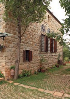 Backyard of a Lebanese House Old House Design, Arch House, Brick Architecture, Beirut Lebanon, Tuscan House, Mountain Homes, Old Buildings, Classic House, Traditional House