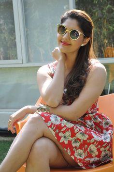 actress-surabhi-hot-thighs-photoshoot-stills-collection-111.jpg (750×1129)