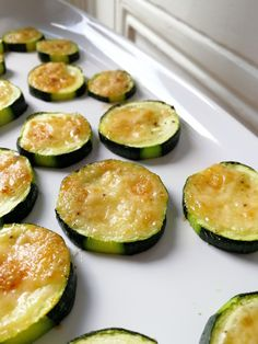 Zucchini with parmesan - for an aperitif - C gourmet secrets - Trend Cocktail Drinks 2019 Bbq Appetizers, Wedding Appetizers, Appetizer Ideas, Heart Healthy Breakfast, Vegan Breakfast Recipes, Easy Lunches For Kids, Kids Meals, Clean Eating Snacks, Healthy Snacks