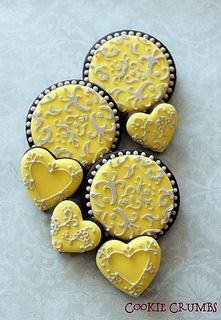 Stenciled cookies. Seems easy enough and looks gorgeous.