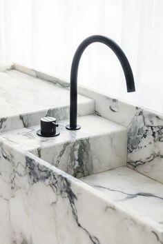 Modern Bathroom Design Trends For Your Home Interior House Colors, Bathroom Interior Design, Home Interior, Minimalist Bathroom, Modern Bathroom, Black Bathrooms, Marble Bathrooms, Espace Design, Bathroom Taps
