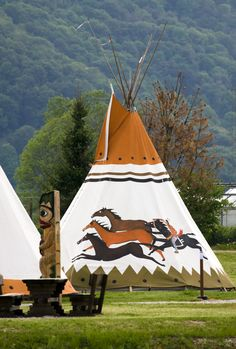 Learn the history behind a Nomadics brand tipi tent and why you can feel confident buying one. Native American Teepee, Native American Cherokee, Native American Tribes, Native American History, Native Indian, Native Art, Indian Art, Tenda Camping, Indian Teepee