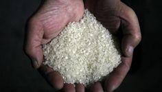 """Mais de 2 toneladas de """"Arroz de Plástico"""" apreendidas na Nigéria https://angorussia.com/noticias/mundo/2-toneladas-arroz-plastico-apreendidas-na-nigeria/"""