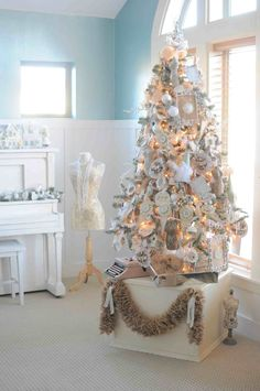 @MichaelsStores Dream Tree Challenge by Kara's Party Ideas #Christmas #holiday #tree