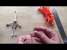 Easy Paracord Dragon Fly How To. More fun crafts with paracords - learn to how to make this cute dragon fly craft from paracords or thick string. Another macrame knotting technique using the Cobra knot. Paracord Dolls mentioned in the video are here . Macrame Owl, Yarn Dolls, Operation Christmas Child, Paracord Projects, Macrame Patterns, Henna Patterns, Doll Patterns, Doll Tutorial, Camping Crafts