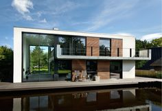 A floating house on the Regent's Canal may only set you back £75,000 (Image: Flickr)